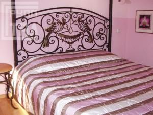 Кровати и пуфики методом художественной ковки