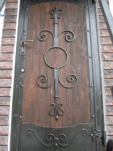 Полотно двери из массива кованый элемент
