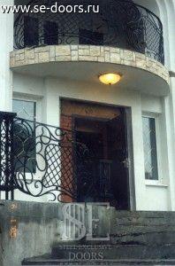 Ограждение подъезда балкона кованое