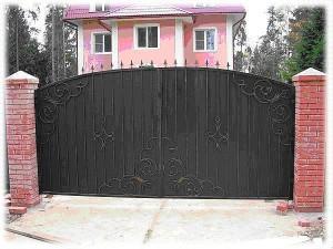 Кованые ворота распашные въездные