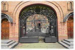 Кованые ворота распашные с калиткой