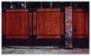Кованые ворота полотно из дерева